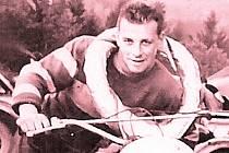 HISTORICKÝCH SNÍMKŮ má Jan Pokorný v archivu nepřeberný počet. Na fotografii je při jednom z terénních klání.