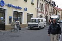 Banka v Poličce se přesunula blíže centru