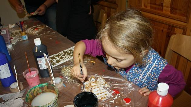 VÁNOČNÍ ATMOSFÉRA, výroba dárků a  dekorací tak bude vypadat sobota ve Smetanově domě.