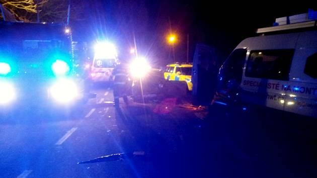Těsně za křižovatkou od Koclířova na Svitavy se střetlo nákladní auto s trabantem.