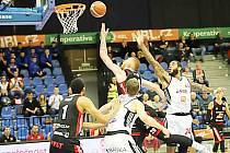 Z utkání ČEZ Basketball Nymburk vs. Dekstone Tuři Svitavy.