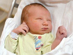 JAKUB KNAP. Narodil se 10. února Ivetě a Petrovi ze Svitav. Měřil 50 centimetrů a vážil 3,4 kilogramu. Má bráchu Petříka.