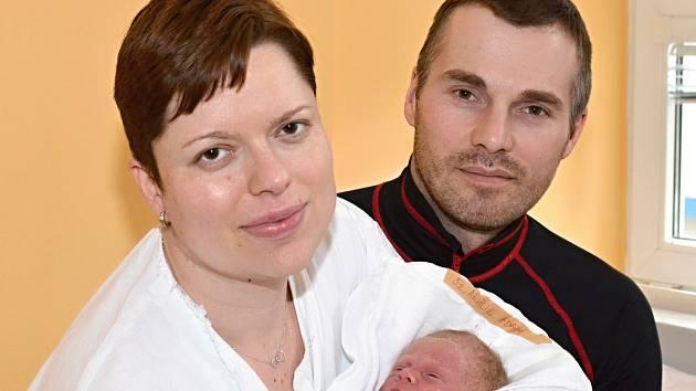 ADAM ANDRLÍK. Narodil se 29. března Květoslavě Mrázkové a Dušanu Andrlíkovi z Moravské Třebové. Měřil 48 centimetrů a vážil 3,05 kilogramu.
