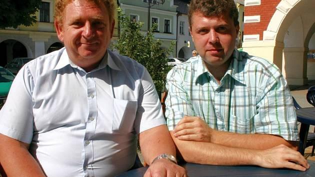 Josef Daniška (vlevo) z dopravní policie v Praze navštívil kolegu Martina Švancaru cestou na Moravu.