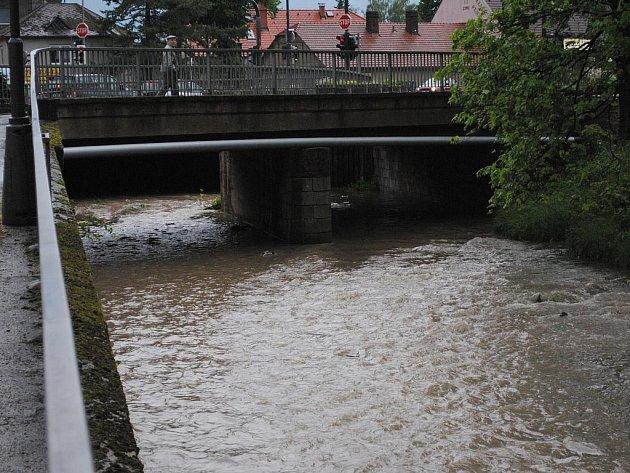 Řeka Loučná pár minut po dešti.