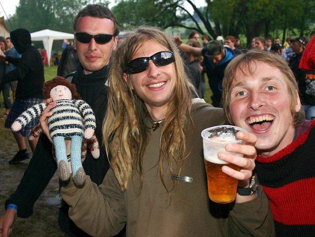 Festival Rockoupání si získává větší popularitu zejména u mladší generace.