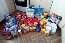 Balíček pomoci od organizace Patron dětí.