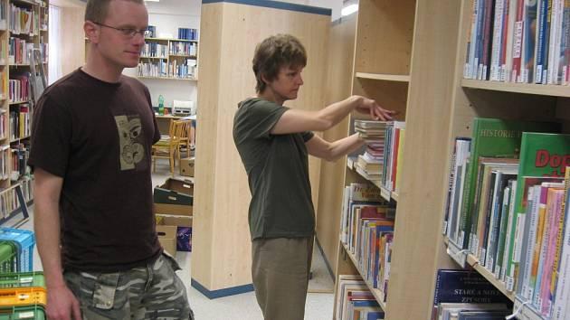 Stěhování knihovny začalo v pondělí 21.dubna 2008.