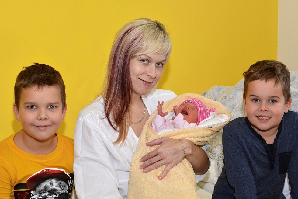 DENISA KADLECOVÁ. Narodila se 2. ledna Jitce a Vladimírovi z Nová Vsi. Měřila 47 centimetrů a vážila 2,65 kilogramu. Má bráchy Ladika a Davida.