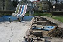 Oprava malého bazénu ve Svitavách.