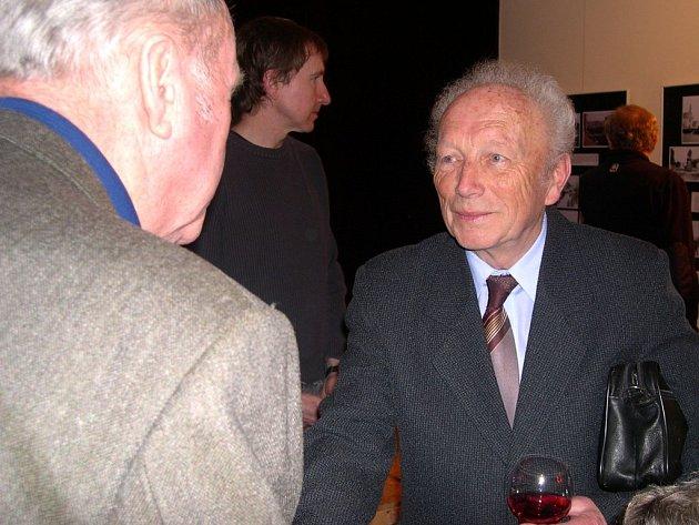 Svitavský klub Laurus udělil výroční cenu Josefu Čermákovi (vpravo).