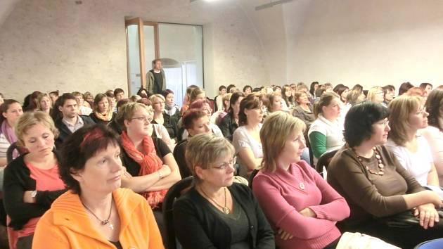 KONFERENCE o neurologii přitáhla v sobotu do Litomyšle především zdravotní sestry.