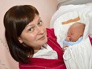 BENO ŠIMKO. Narodil se 25. července Erice a Danielovi z Poličky. Měřil 49 centimetrů a vážil 3 kilogramy. Doma na něj čekal psí kamarád Hugo.