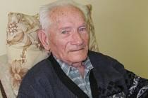 JOSEF BÁRTA z Moravské Třebové má úctyhodných devadesát šest let. Učitelskému povolání se věnoval půl života.