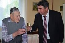 Sto let v těchto dnech slaví Ladislav Macků z Bystrého.