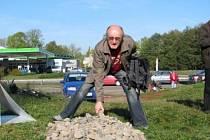 Položit základy nové rozhledny Na Pastvisku přišlo o víkendu hodně lidí