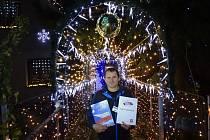 Největší vánoční výzdobu má na svém domě už několik let Václav Trunec z Chotovic.