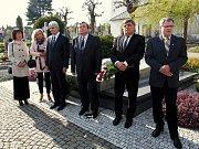 Uctěním památky Bohuslava Martinů zahájili festival.