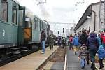 CHORNICKÝ ŽELEZNIČNÍ KLUB také uspořádal Mikulášskou jízdu parního vlaku. Zájem byl obrovský.