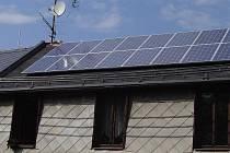 Fotovoltaická elektrárna na střeše rodinného domu.
