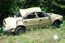 Řidič škodovky nezvládl levotočivou zatáčku.