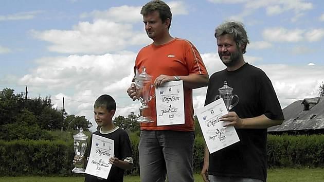 Stupně vítězů: zleva Pokorský, Jelínek, Karger.