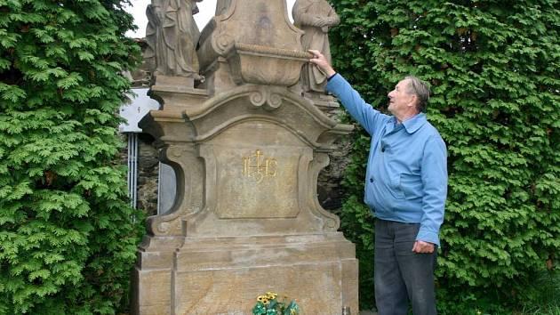 Františka Slabého by ani ve snu nenapadlo, že socha zmizí místním téměř před očima.
