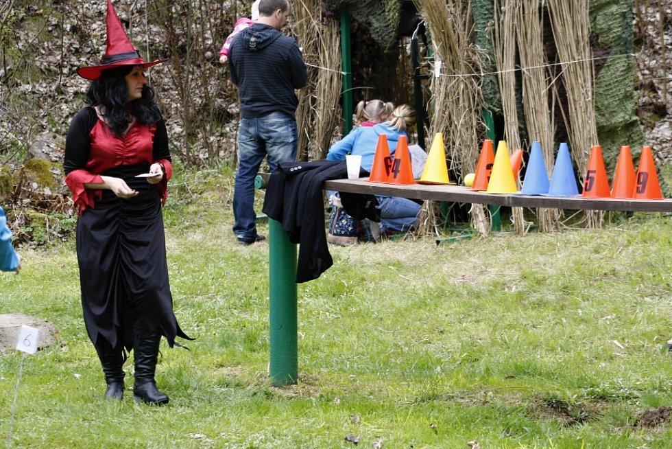 Skvělé masky a barvitý smysl pro humor projevily i organizátorky, které si s kostýmy daly několikahodinovou práci.