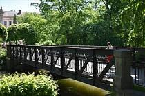 Vedle současných fotografií mostu přikládáme i fotky historické a rovněž kopii rozhodnutí Ministerstva kultury. Reprofoto: MěÚ Polička