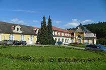 ZÁMEK. Západní křídlo zámku Velké Opatovice.