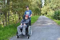Bezbariérová stezka pro vozíčkáře u svitavského rybníka Rosnička je novinkou.