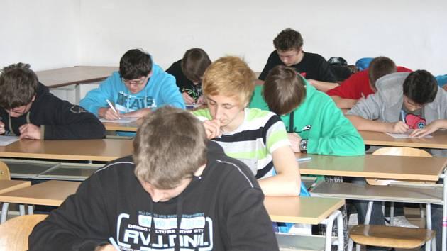 PŘIJÍMACÍ ZKOUŠKY absolvovali žáci na  odborném učilišti ve Svitavách. O nový studijní obor plastikář měli zájem chlapci i dívky.