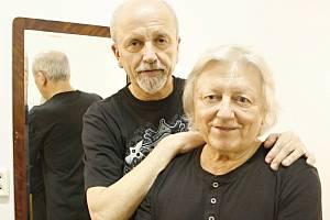 BEZ BRÁCHY ANI KROK. Bratři Neckářové spolu zahrají od začátku sedmdesátých let. Kapelu založili nedlouho potom, co se rozpadli Golden Kids. Oba přiznávají, že v životě hodně bojovali.