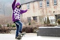 Klukům z Březové nad Svitavou nechybí kuráž. Nebojí se různých triků na skateboardových prknech. Dodali si odvahu a zašli také na radnici. Vybojovali si skatepark.