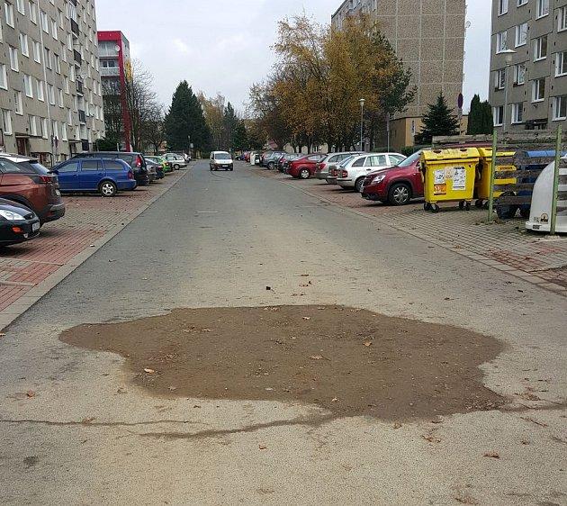 Díra v Holandské ulici v Moravské Třebové.