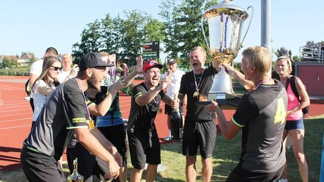 Neplánovaně si svoje panování na trůnu QantoCupu prodlouží tým Golden Guns Hradec Králové. Svoje loňské prvenství bude moci přijet do Svitav obhajovat nejdříve v roce 2021.