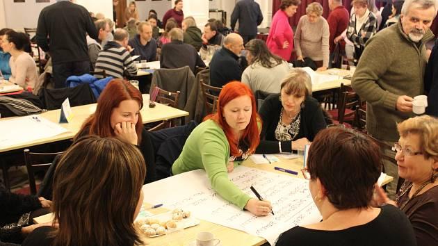 Veřejné fórum proběhlo opět ve dvoraně muzea.