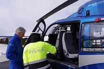 Na řidiče dohlédla policie z vrtulníku.