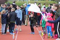 I mladí svitavští atleti se vracejí na startovní čáru.