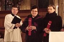 Ocenění pro Ludmilu Drobnou (uprostřed).