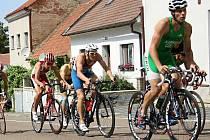 NA ČELE. Na náročné mělnické trati se Tomáš Kabrhel vytáhl především v cyklistické části, v níž si počínal velice aktivně.