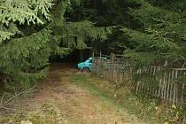 Kradená škodovka byla nalezena v lese.