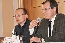 První náměstek ministra obrany Jiří Šedivý (vpravo) navštívil střední vojenskou školu v Moravské Třebové.