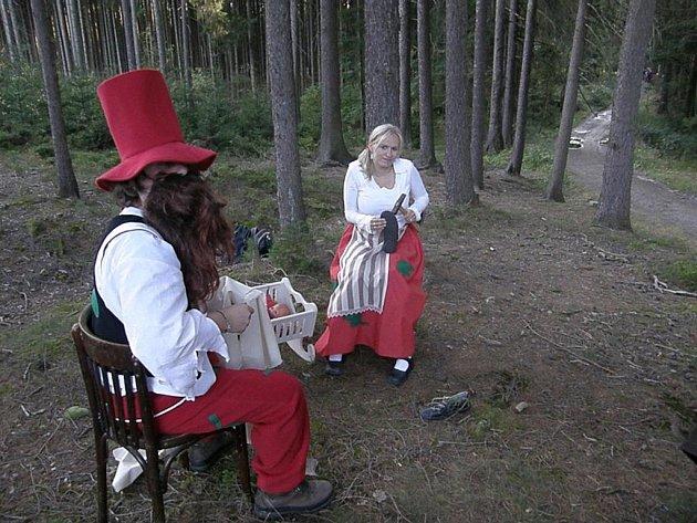 Pomýlené příběhy čekaly na děti. Na to, že Manka nemá opravovat boty, ale šít, přišly snadno.