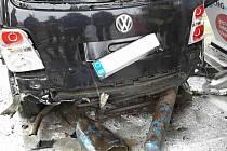 Na čerpací stanici bouchla pod vozem láhev CNG.