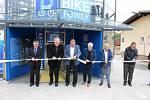 Slavnostního otevření nového dopravního terminálu v Moravské Třebové se kromě starosty a obou místostarostů zúčastnil i krajský radní pro dopravu Michal Kortyš. Stříhání pásky radnice stihla čtyři dny před komunálními volbami.