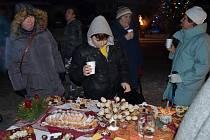 Sváteční cukroví a jiné dobroty, lití olova, ale živý betlém. To jsou tradiční Svojanovská Vánoce.