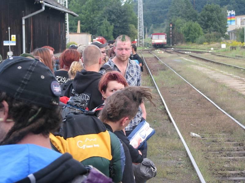Tisíce vyznavačů punkové muziky včera opouštěly areál v Udánkách