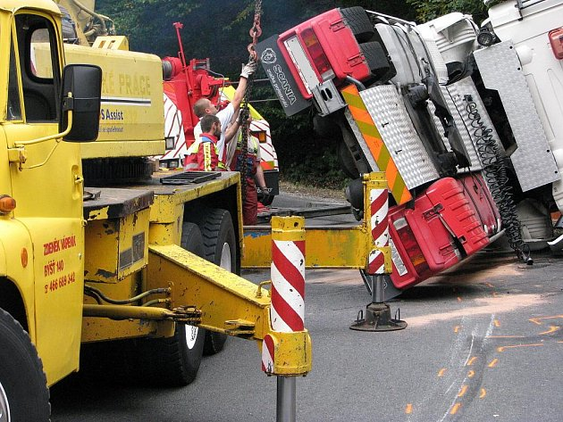 Nehoda cisterny na Hřebči.