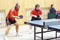 Borovští stolní tenisté tentokrát na zvučné protihráče nestačili (zleva: Milan Orlowski, Jindřich Panský).